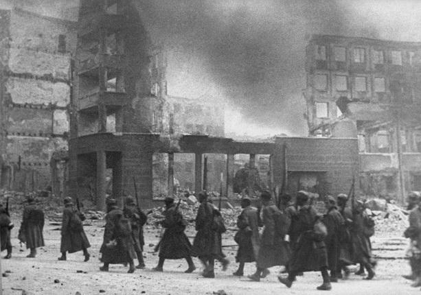 Эммануил Евзерихин.На новую позицию. Сталинград, 1942