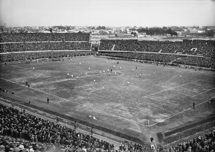 Match between Uruguay and Peru, the opening day of the Centenario Stadium. Front left: Olímpica stand; front right: Colombes stand. Back left: Ámsterdam stand; back right: América stand. July 18th, 1930.