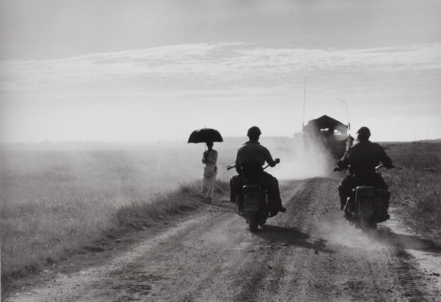 Photograph by Robert Capa. © International Center of Photography/Magnum – Collection of the Hungarian National Museum
