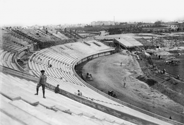 "Construction of the slope and the ""Amsterdam"" stand. Centenario Stadium. Back section, ""Pereira Rossell"" children's hospital . February – July 1930 (Approx.)."