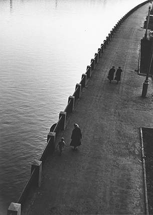 Embankment. Moscow, the late 1950s. Silver-gelatin print. Collection of MAMM