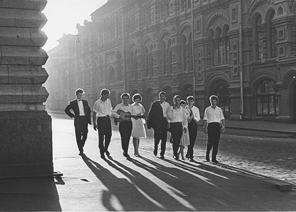 Dawn. Youth at GUM. Moscow, 1964. Silver-gelatin imprint. Meeting of the MAMM