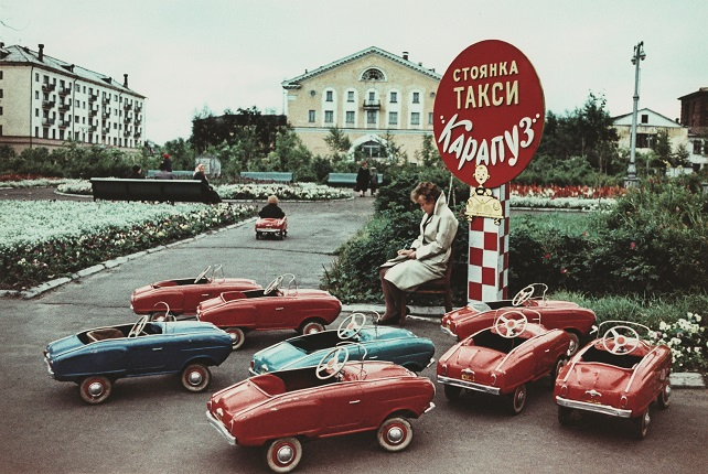 "Vsevolod Tarasevich. At the parking lot of the children's taxi ""Karapuz"". Arkhangelsk, the 1960s. Collection of MAMM"